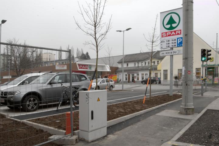 MINUS _ spar markt moserhofgasse