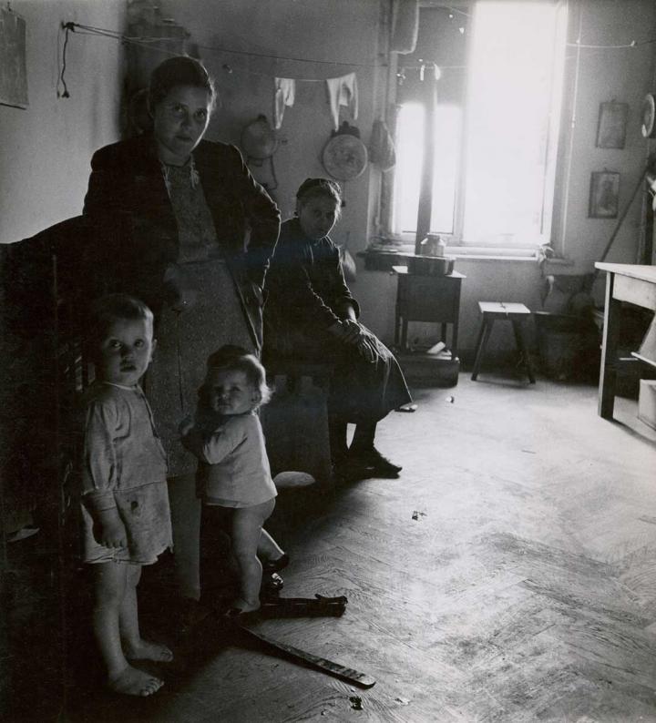 1_im-fluchtlingslager-hotel-europa-in-salzburg-1948-c-photoinstitut-bonartes-wien.jpg