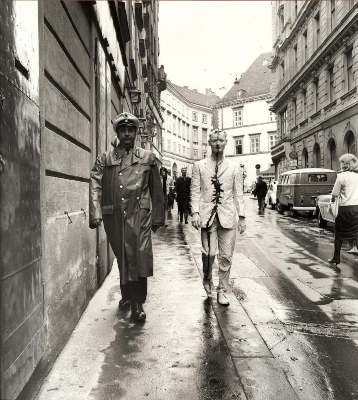 guenter-brus-wiener-spaziergang-1965.jpg