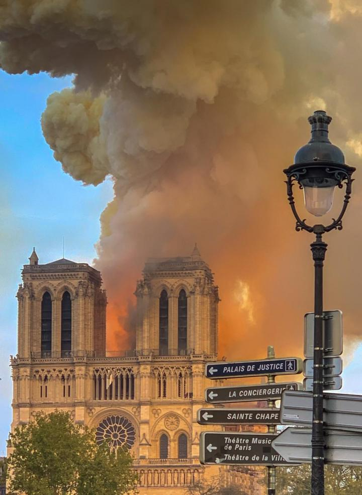 1_notre_dame_on_fire_15042019-1_cropped.jpg